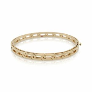 This Love in Verona bangle bracelet by Roberto Coin is crafted from 18k yellow gold and features petite four petal flower designs.